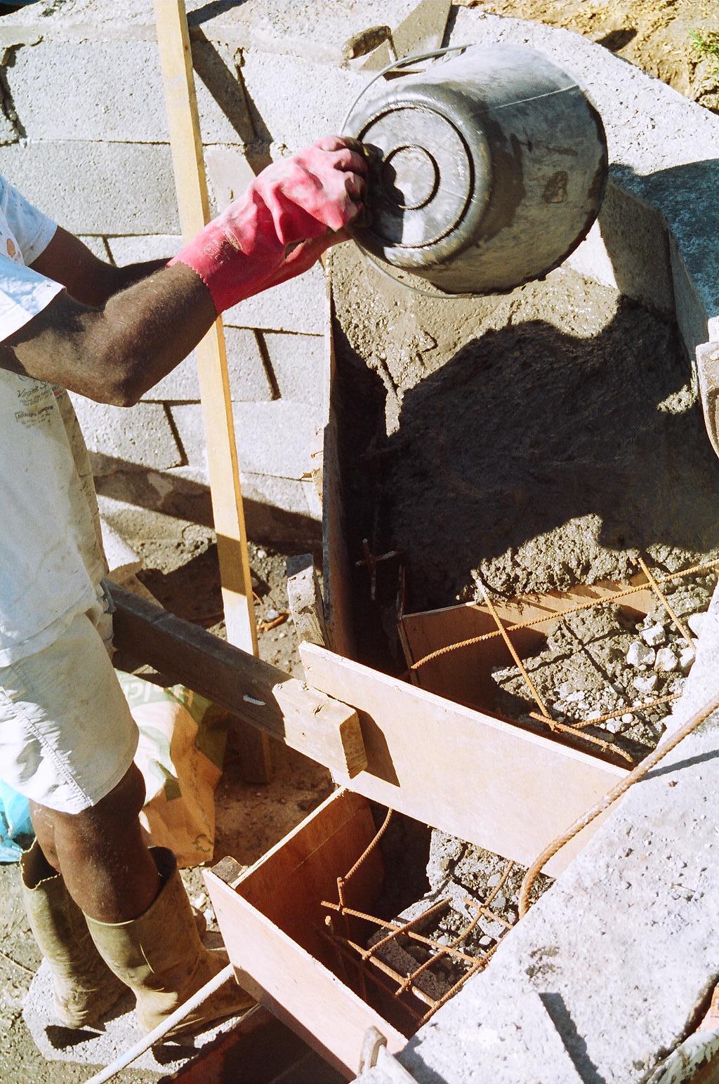 Ao t 2008 construction de notre piscine for Construction piscine 974